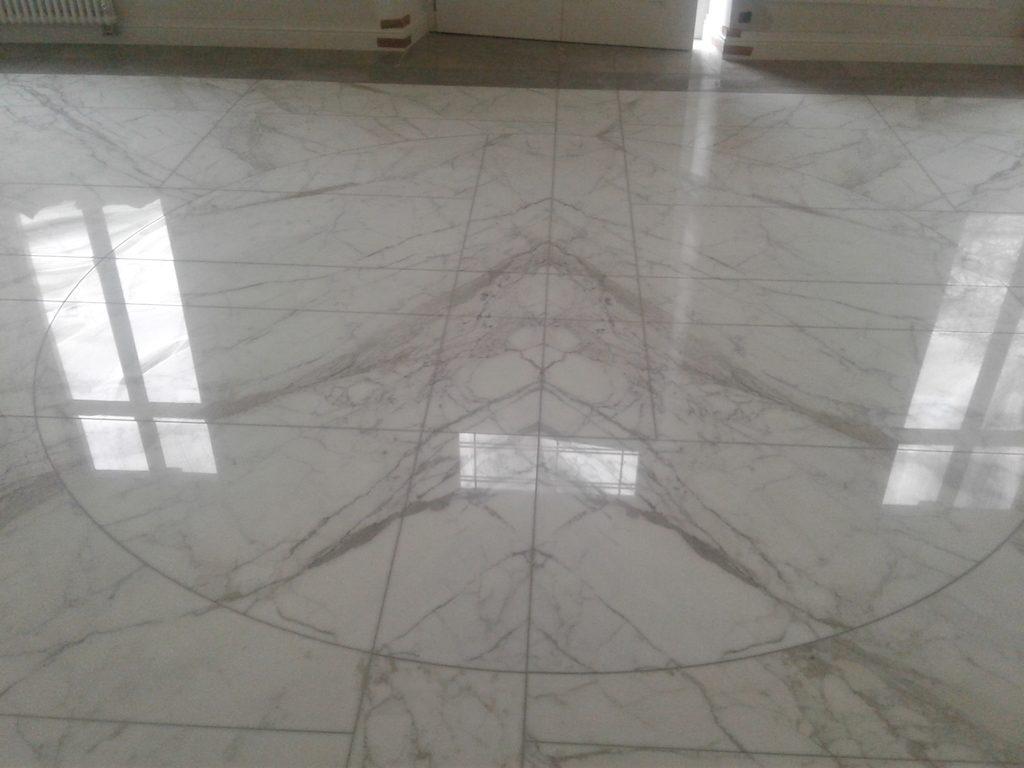 Vloeren Voor Buiten : Vloer en tegelwerken u2022 vloer leggen u2022 wandtegels u2022 trap in natuursteen
